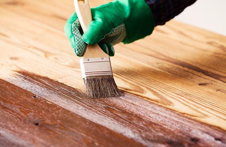 pincel pintura em madeira